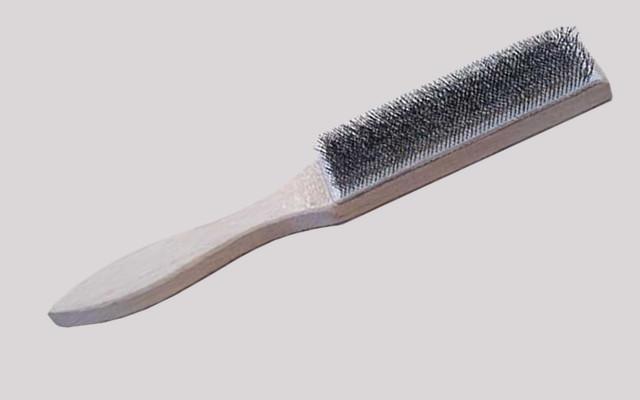 Cepillo metálico o carda