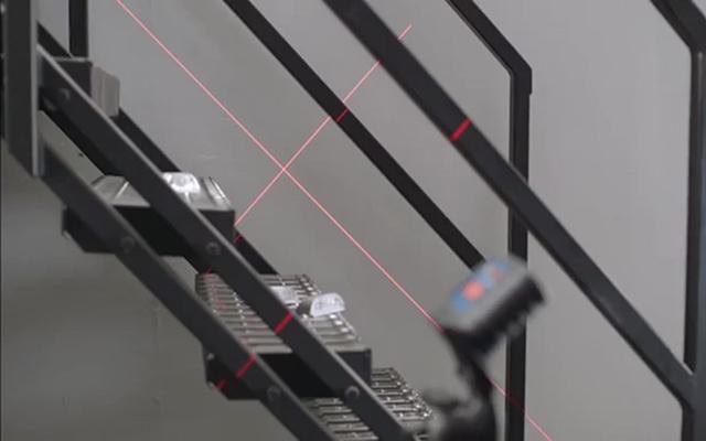 Construcción de escalera con nivel láser