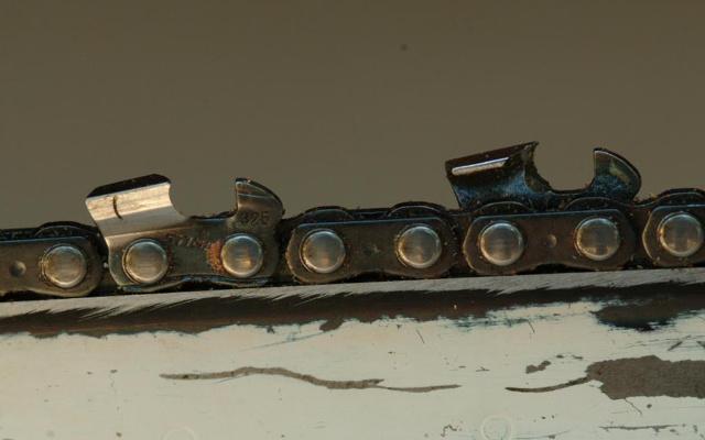Detalle de cadenas de afilador de motosierra