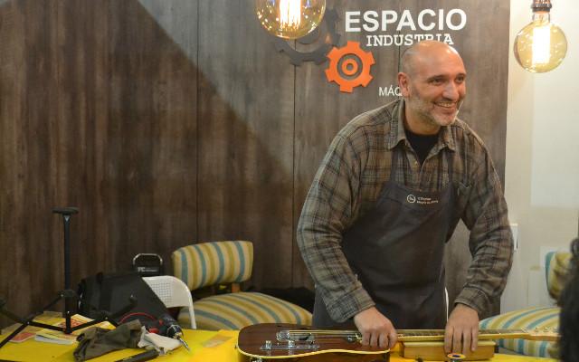 Julio Malarino - construcción de guitarra eléctrica