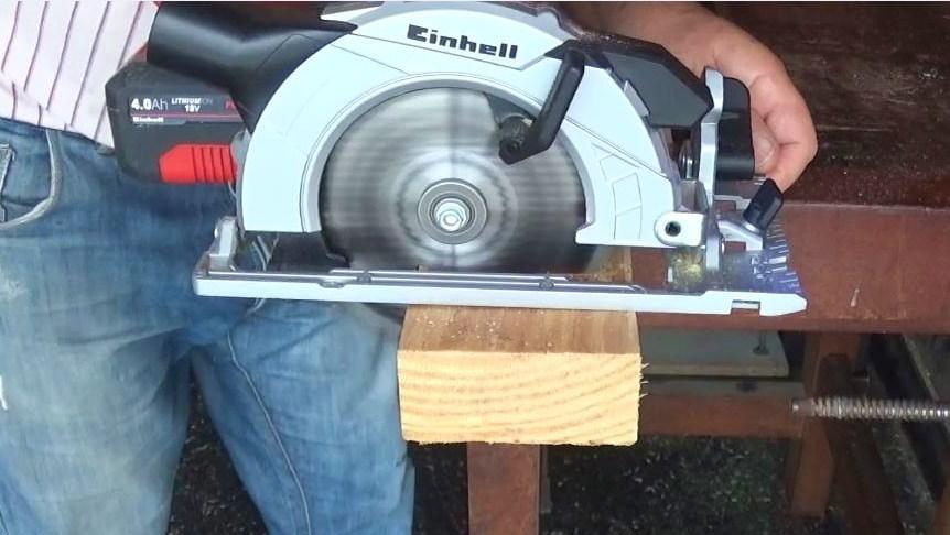Sierra Circular Einhell TE-CS 18 Li prueba madera blanda 2