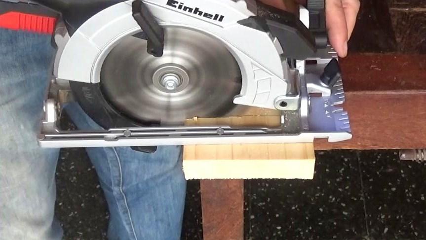 Sierra Circular Einhell TE-CS 18 Li prueba madera blanda