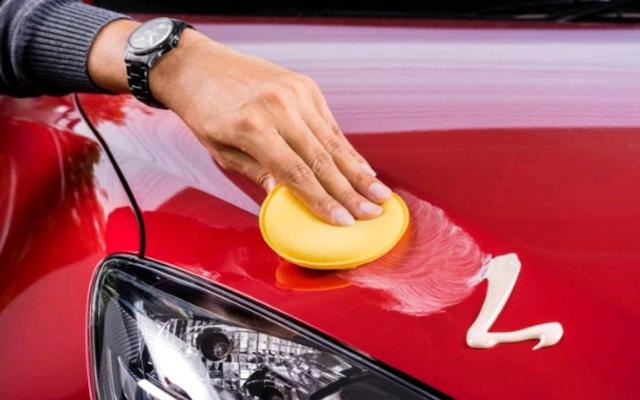 Cera para pulir un automóvil