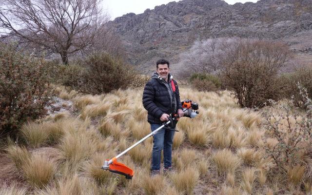 Julián Weich y una de las herramientas de trabajo