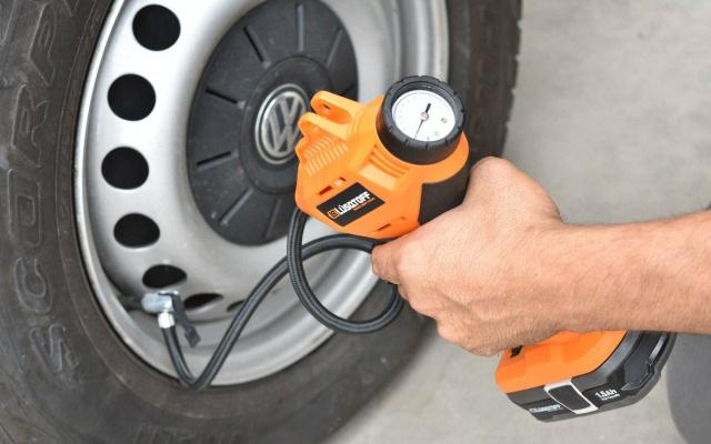 Inflador a batería - Inflado de neumático