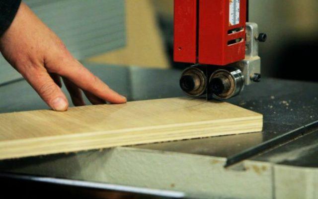 ¿Cómo elegir una máquina sierra sin fin de banco para cortar madera?